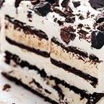 Två sorters glasstårta, snickers och oreo